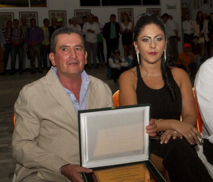 'Lucho' Herrera recibió gran homenaje del Clásico RCN Manzana Postobón